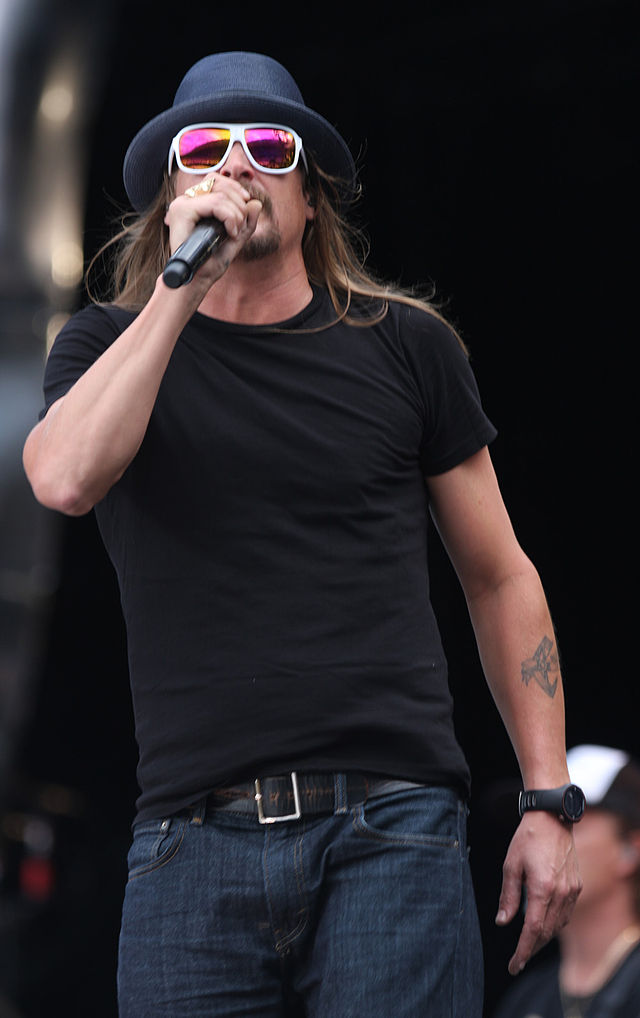 The 46-year old son of father William Ritchie and mother Susan Ritchie, 185 cm tall Kid Rock in 2017 photo