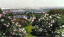 Kijev látképe a botanikus kertből