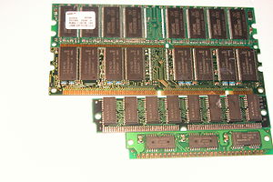 Computer memory - Various memory modules containing different types of DRAM (from top to bottom): DDR SDRAM, SDRAM, EDO DRAM, and FPM DRAM