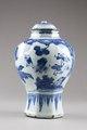 Kinesisk urna med lock gjord av porslin, 1662-1722 - Hallwylska museet - 95605.tif