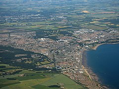 Kirkcaldy from the air (geograph 5836512).jpg