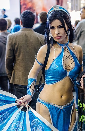 Mortal Kombat (2011 video game) - A model dressed as Kitana at IgroMir 2012