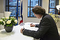 Koenders tekent condoleanceregister Franse ambassade (2).jpg