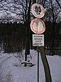 Kozojedy, dopravní značky u Šembery.jpg