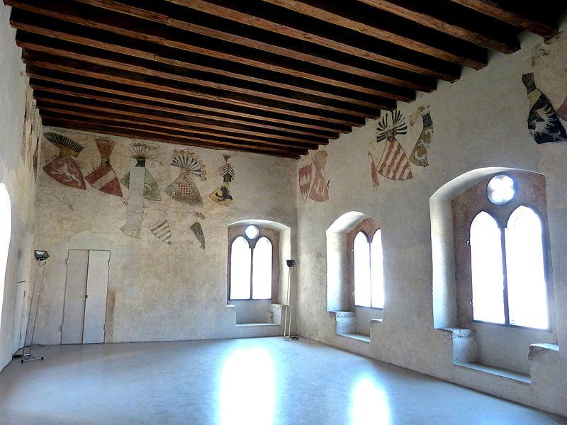 File:Krems Gozzoburg - Wappensaal Innenraum.jpg