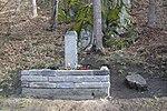Kuroslepy - pomník obětem havárie britského vojenského vrtulníku obr02.jpg