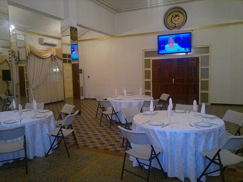File:La salle du restaurant.jpg