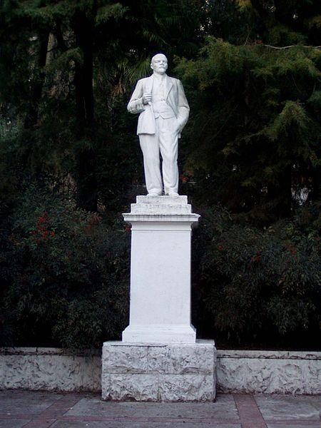 File:Lenin monument Khosta.JPG