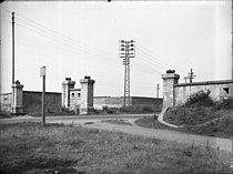 Les Fortifications déclassées de la rive gauche du Rhône - la porte du chemin vicinal ordinaire n°10 de la commune de Villeurbanne, dit chemin de Bron.jpg