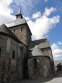 Livré-sur-Changeon (35) Eglise Chevet et absidiole nord.jpg