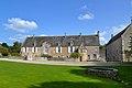 Logis abbatial de l'ancienne abbaye Sainte-Marie de Longues-sur-Mer. Vue ouest.jpg