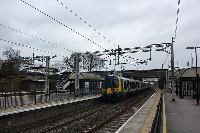 File:London Midland train at Tring Station.jpg