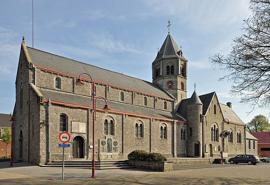 Lotenhulle (Province of East Flanders, Belgium): the Holy Cross church, seen from the south-west