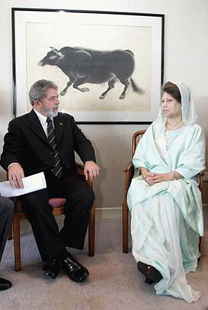 Bangladesh–Brazil relations - Brazilian President Lula da Silva and Bangladeshi Prime Minister Begum Khaleda Zia meet on the sidelines of the NAM summit in 2004