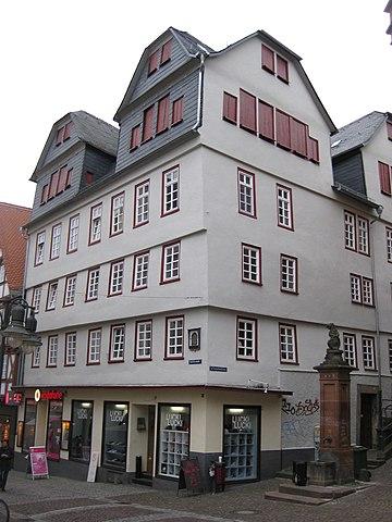 В этом доме в Марбурге Мартин Лютер жил во времена Марбургского диспута 1529 года