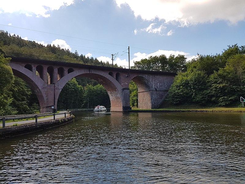 Eisenbahnbrücke über den Rhein-Marne-Kanal bei Lutzelbourg, unterhalb der Schleuse Nr. 18