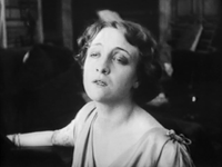 Lyda Borelli - Malombra (1917) finding Cecilia's diary.png