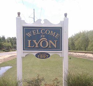Lyon, Mississippi - Image: Lyonmssign 2