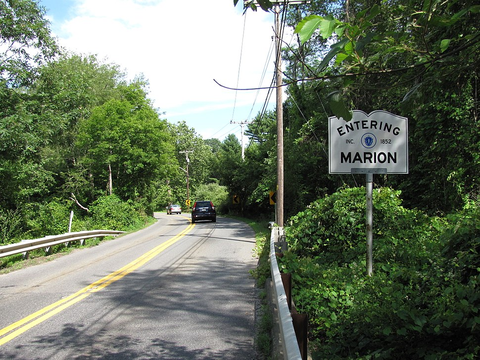 MA Route 105 southbound entering Marion MA