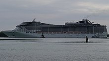 MSC- Cruise passing by near San Erasmo at leaving Venice (cropped) (recropped).jpg