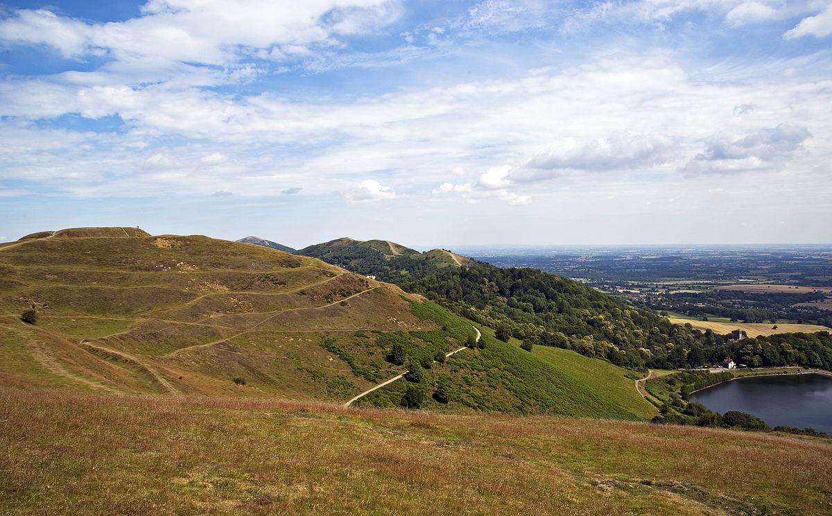 1200px-Malvern_Hills_British_Fort.jpg