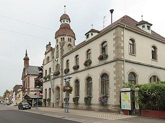 Marckolsheim - Image: Marckolsheim, straatzicht Rue du Mal Foch bij stadhuis foto 4 2013 07 24 14.12