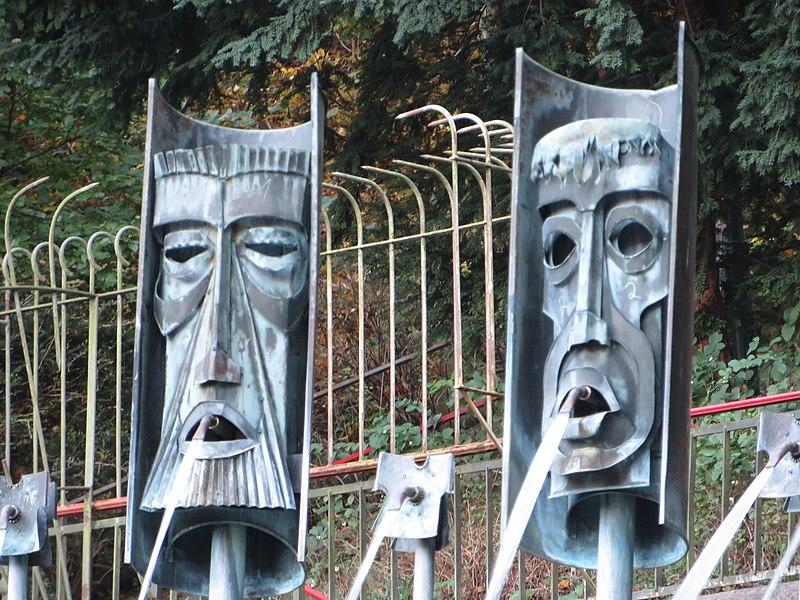File:Masken vom Maskenbrunnen (Flensburg 2014-10-28), Bild 02.jpg
