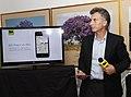 Mauricio Macri presentó aplicaciones tecnológicas para informacion del sistema de bicing (8208446781).jpg