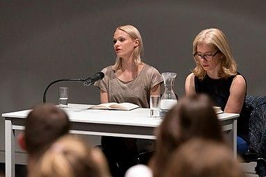 Mavie Hörbiger Anne Philippi Buchpräsentation Giraffen Wien 2015 e.jpg
