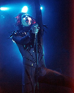 Marilyn Manson nel 1998, durante il tour di Mechanical Animals