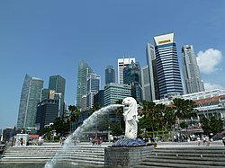 Statua del Merlion nel Merlion Park con il Central Business District nello sfondo