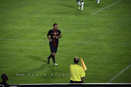 6ae825b652 Messi em uma partida pelo Barcelona na temporada 2012–13.