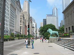 English: Michigan Avenue, outside the Art Inst...