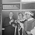 Minister Bot , de Keukenhof te Lisse geopend, Bestanddeelnr 917-5922.jpg