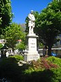 Monumento dedicato a Tommaso Grossi a Bellano (Lecco).jpg
