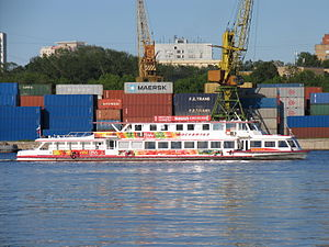 Moskva-143 on Khimki Reservoir 17-jun-2016 02.JPG