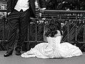 Most Tumski - para młoda przyczepia kłódkę na znak wiecznej miłości fot BMaliszewska.jpg