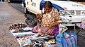 Mujer vendiendo artesanías en Acapulco.jpg