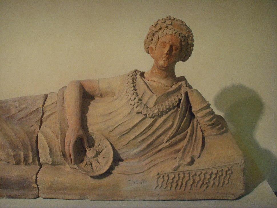 Museo archeologico di Firenze, coperchio di sepolcro muliebre da Tuscania, terracotta con tracce di policromia III sec. d.c