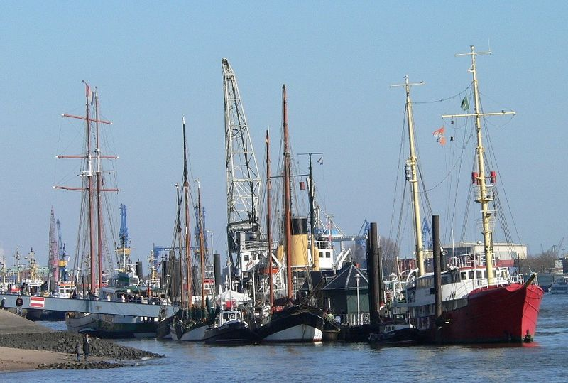 File:Museumshafen oevelgoenne.jpg