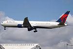 N843MH Boeing 767-400 Delta (14522020149).jpg