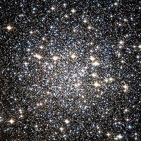 NGC 4833 Hubble WikiSky.jpg