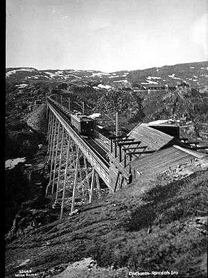 NSB El 4 - El 4-hauled train on the Norddal Bridge in 1930