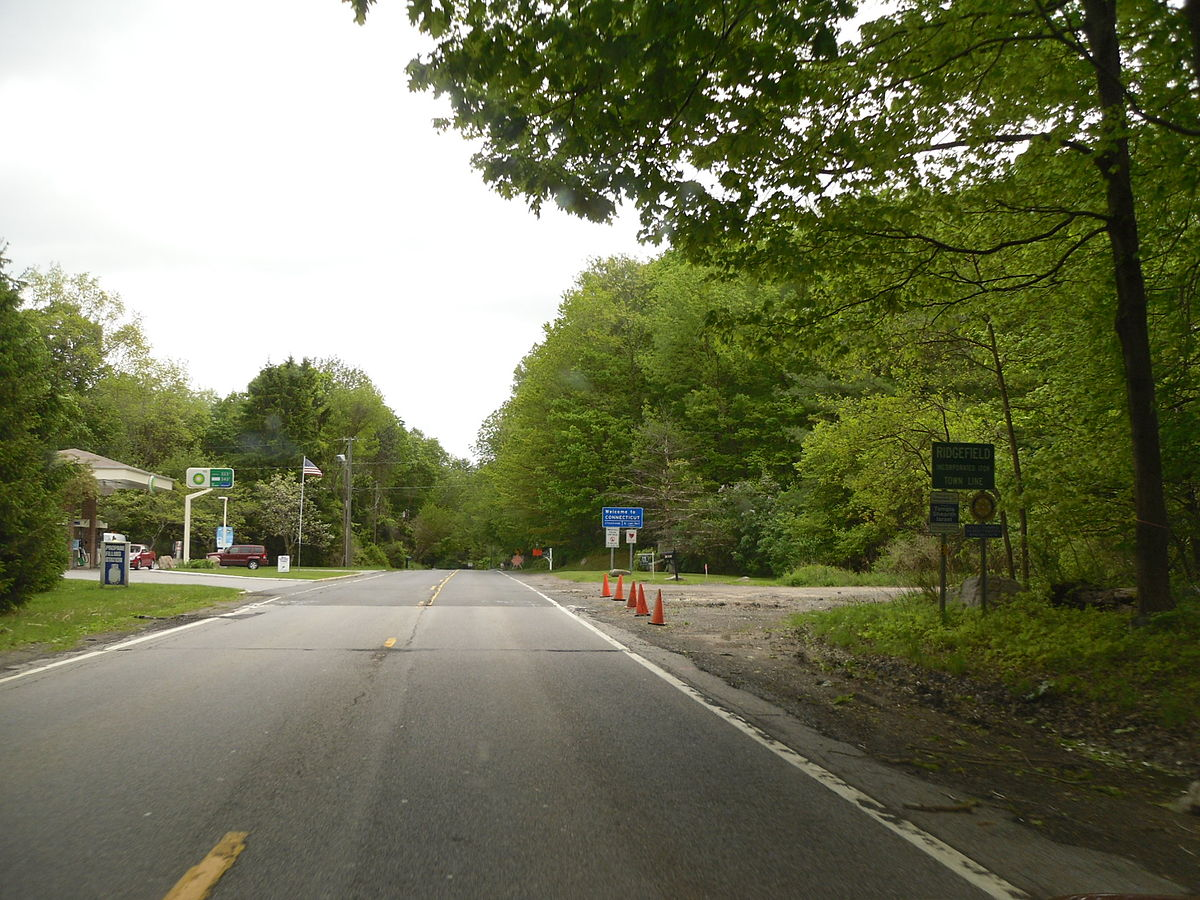 NY 35 at CT line.jpg