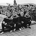 Nationale zwemkampioenschappen Amsterdam, start 100 mete rugslag dames. Van link, Bestanddeelnr 907-9777.jpg