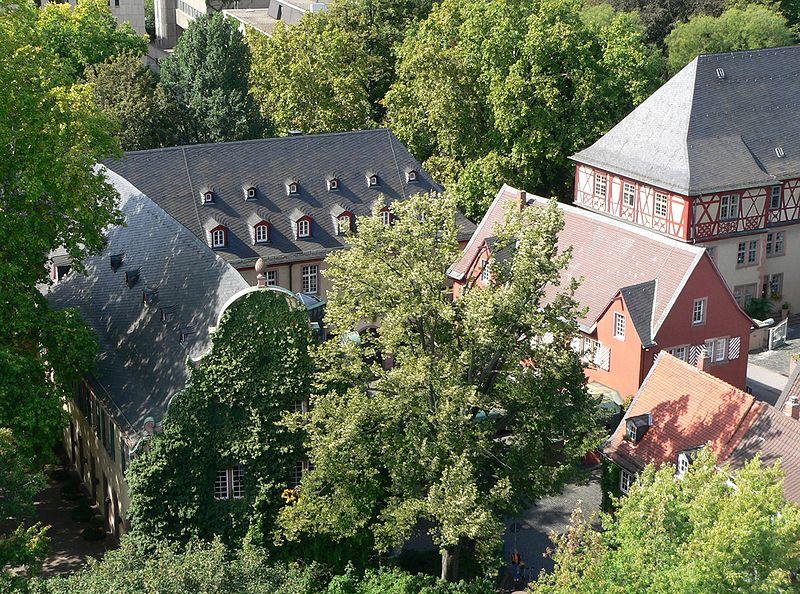 File:Neues Schloss Höchst 2.jpg
