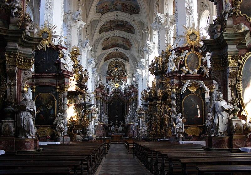 http://upload.wikimedia.org/wikipedia/commons/thumb/1/18/Neuzelle_Klosterkirche_Inneres.jpg/800px-Neuzelle_Klosterkirche_Inneres.jpg