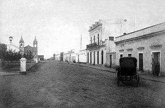 """Nogoyá - View of the city in 1887. At left background, the """"Basílica Nuestra Señora del Carmen""""."""