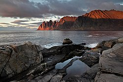 Oksneset and Ersfjorden from Tungeneset in low sunlight, Senja, 2012 October - 2.jpg