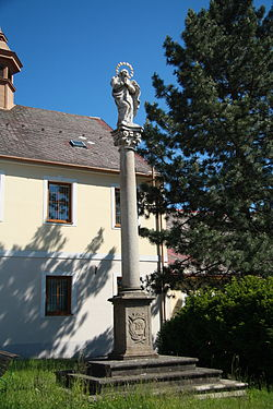 Overview of Maria column in Želetava, Třebíč District.JPG